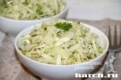 Капустный салат с редькой и грушей