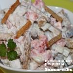 Салат с сельдью и сухариками «Флажок»