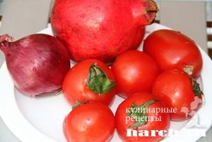 Луковый салат с помидорами и гранатом по узбекски
