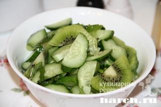 salat is ogurcov s kiwi rosa 3 Салат из огурцов с киви Роса