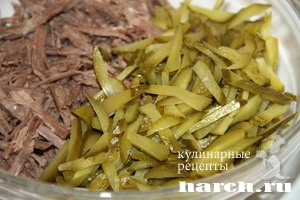 Салат из мяса говядины и соленых огурцов