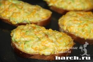 Бутерброды с колбасным сыром и овощами