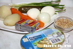 Слоеный салат со шпротами Ленинград