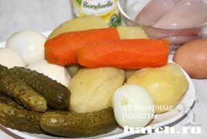 Салат с куриными кнелями Киевский
