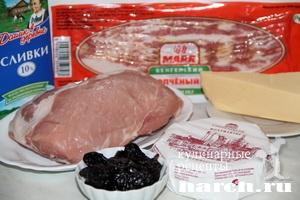 Свинина, запеченная с камамбером и черносливом Каприз