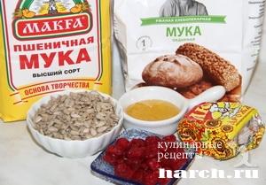 Хлеб с сушеной вишней и семечками