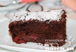 Шоколадный пирог с малиной на пиве