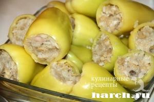 Сливочный перец, фаршированный курицей и грибами