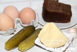 Сырный салат с сухариками и соленым огурцом Алла