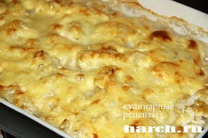 Тефтели с цветной капустой в сырном соусе