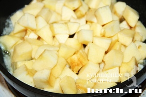 Яблочный пирог с творогом и бананами