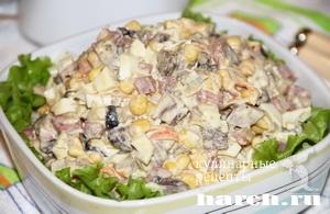 Салат с грибами и копченой колбасой Красногорский