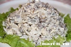 Салат с сердцем и орехами Куртизанка