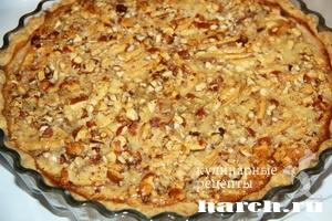 Яблочно медовый пирог с орехами