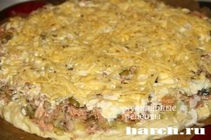 Открытый пирог с рыбой и картофелем