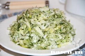 Салат из молодой капусты с редькой и огурцом Весенняя свежесть