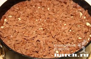 Шоколадно карамельный сырник с черносливом