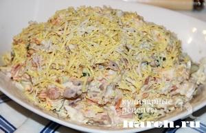 салат с курицей с яйцом и помидором и