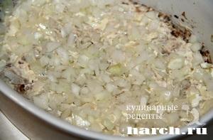 Слоеный салат с сайрой и черносливом Ворожея