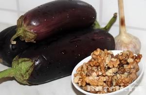 Баклажаны с грецкими орехами по грузински