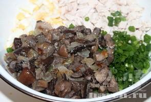 Салат с курицей, грибами и кукурузой Глория