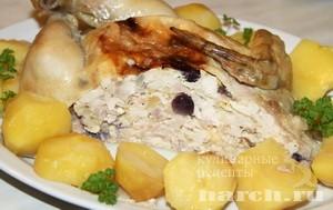 Курица, фаршированная виноградом и сыром
