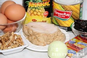 Салат с копченой курицей, ананасами и черносливом Феномен