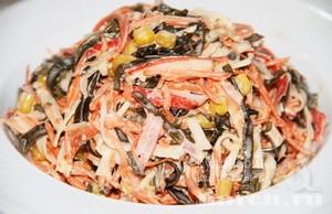 Салат из морской капусты с крабовыми палочками и кукурузой Водный мир