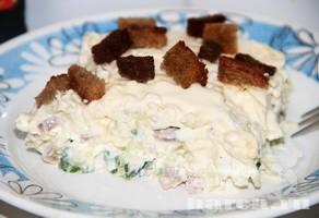 Мясной салат с сухариками Засланный казачок