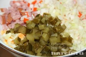 Салат с крабовыми палочками и ветчиной и