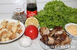 Салат с курицей гриль и сухариками Валентин