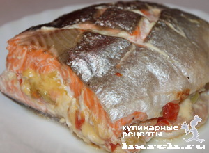 """""""Бандероль"""" из семги с креветками, сыром и овощами"""