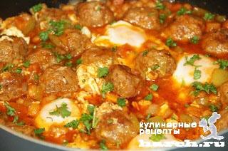 Фрикадельки, тушеные с фасолью и яйцами по-болгарски