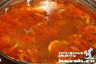 Гороховый суп с грибами и томатом