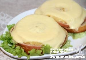 Горячие бутерброды с ветчиной и ананасами по-гавайски