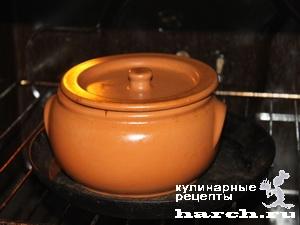 Говядина в сметанном соусе в горшочке