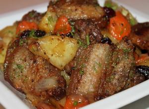 Грудинка, запеченная с картофелем по-суворовски