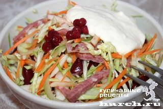Капустный салат с фасолью и копченой колбасой Бедный рыцарь