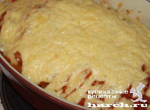 Картофель, запеченный с помидорами под сыром