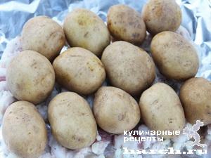 Картофель, запеченный с салом в фольге