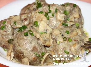 Котлеты, запеченные под сливочно-грибным соусом