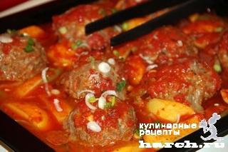 Котлеты, запеченные с картофелем и томатами по-турецки