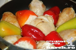 kurica tushenaya s farshirovanim percem v podlive 091 Курица, тушеная с фаршированным перцем в подливе
