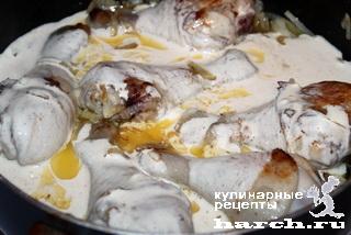 Курица в сметанно луковом соусе Гедлибже