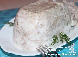 Куриный студень с грецкими орехами