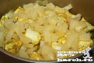 Куриное филе с ананасом в сырном соусе