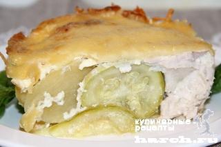 Куриное филе с кабачками и картофелем под сыром
