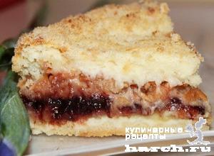 Насыпной яблочный пирог с творогом и вареньем
