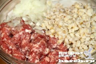 Перец, фаршированный мясным фаршем и перловкой