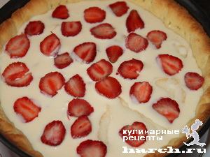 Песочный пирог с творогом, грушами и ягодами